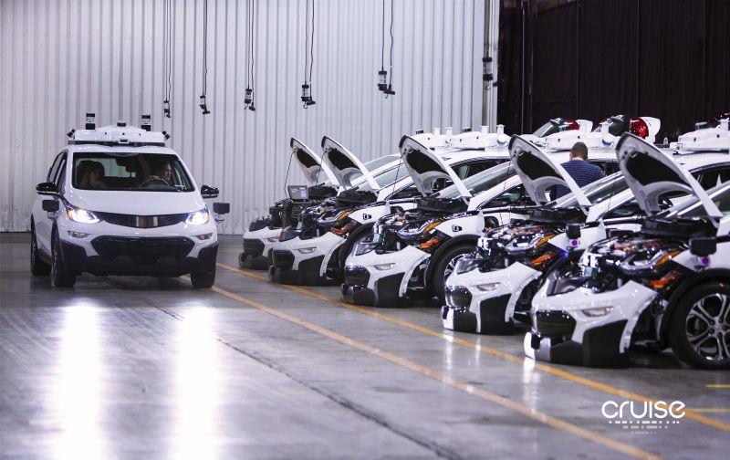 通用发布全球首款量产无人驾驶汽车