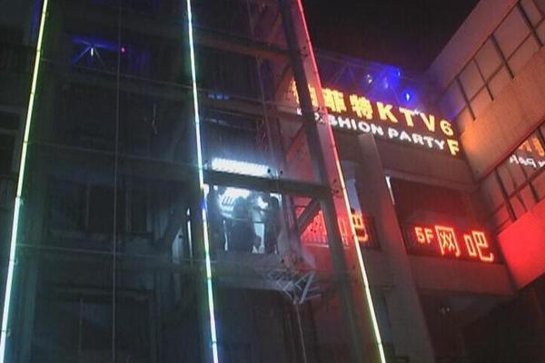 陕西一小区电梯突发故障 7人被困80分钟