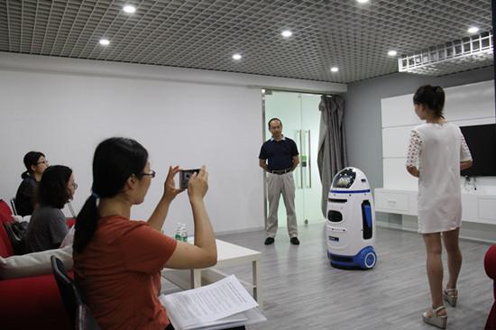 进化者机器人完成亿元A+轮融资 推出教师助手小胖
