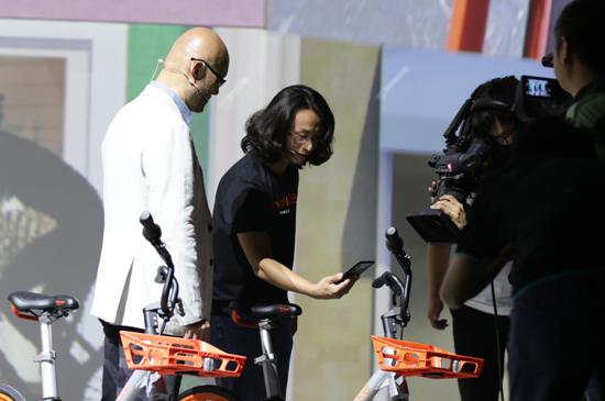 """摩拜再添""""黑科技"""":苹果三星都能摄像头扫码解锁"""