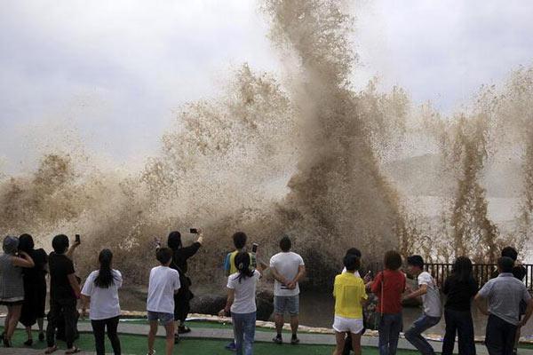 """受""""泰利""""影响 浙江沿海出现8-11级大风"""