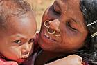 印度古老民族女人戴鼻环