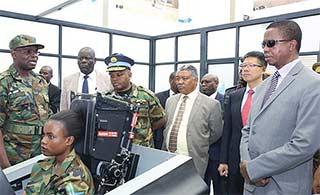赞比亚总统视察L15机队及模拟器