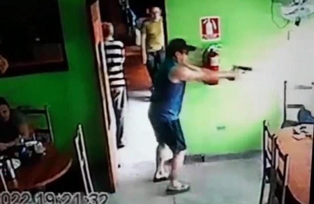 惊恐!委内瑞拉一杀手咖啡店内当众射杀一名男子