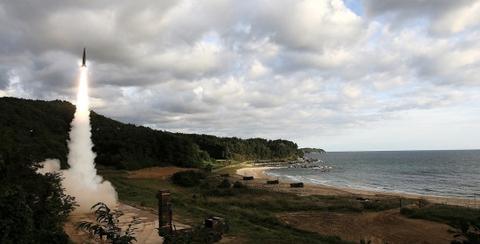 韩国玄武导弹发射出现异常升空数秒后坠海