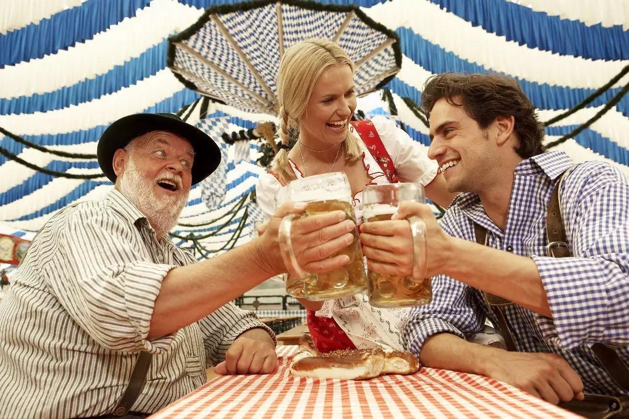 """一天喝掉700万升啤酒,这个""""酒鬼""""们的狂欢节就要开始啦!"""