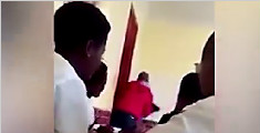 南非教师暴力鞭打两学生