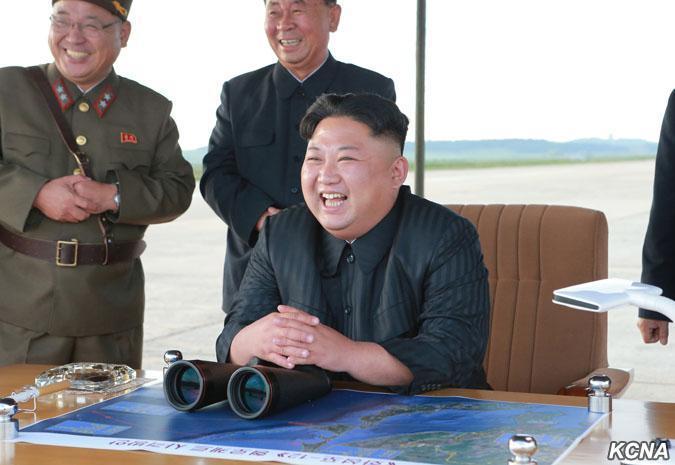 金正恩指导朝鲜导弹发射训练 表示要完善核力量