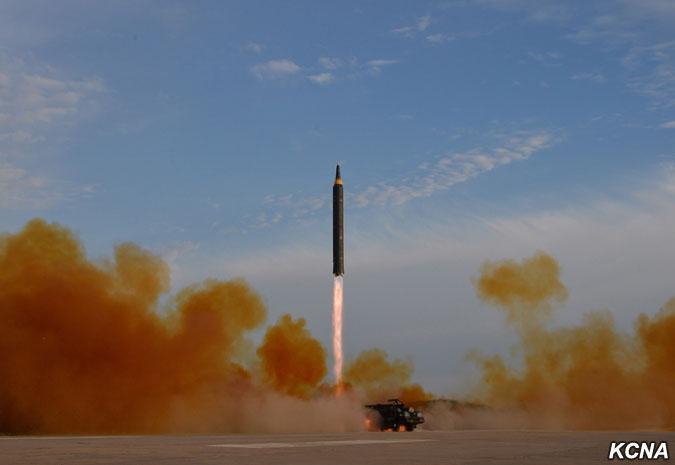 社评:朝鲜逆制裁发射导弹,国际社会莫乱