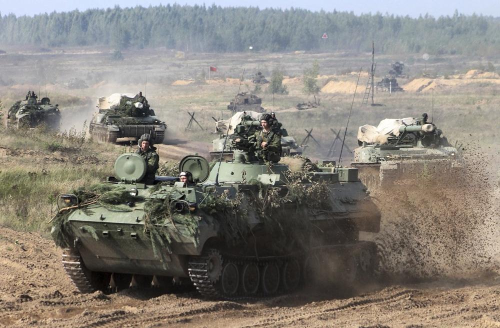 美军增派B52H应对的俄白军演  普京确认将视察