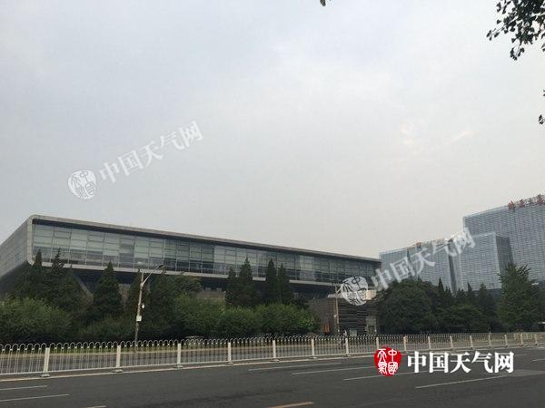 北京今天大部有阵雨 明转晴迎北马这些线路绕行