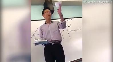 新加坡物理教师实验做成功后摆pose庆祝视频走红