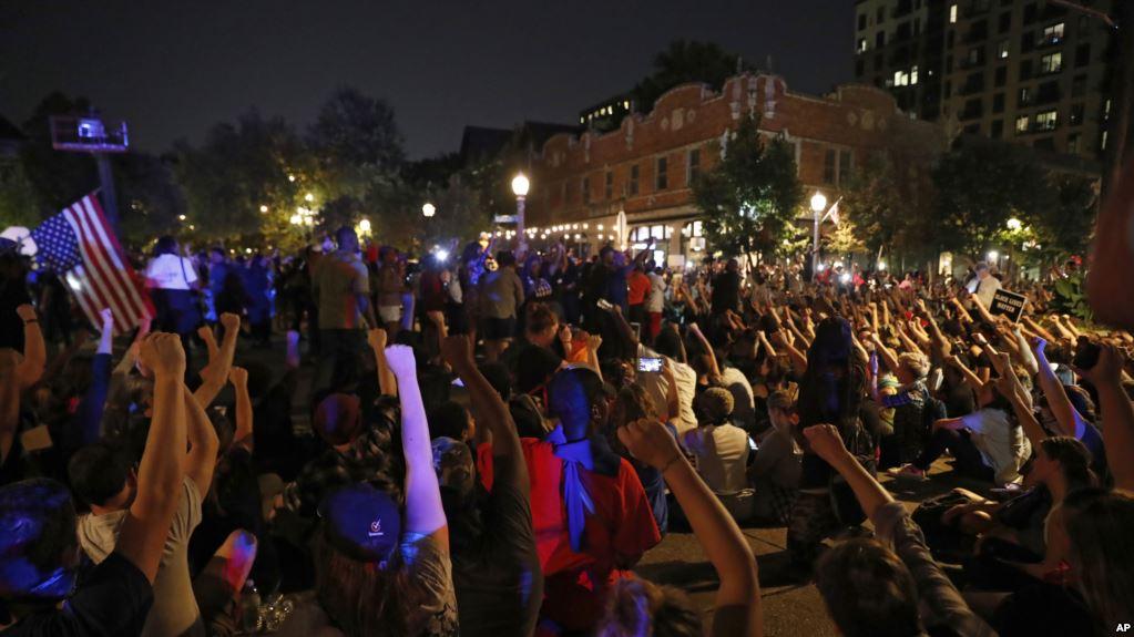 白人警察枪杀黑人再判无罪!数百人抗议转为暴力23人被捕