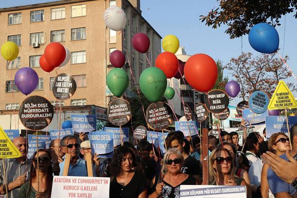 土耳其民众参加游行 抗议政府教育政策
