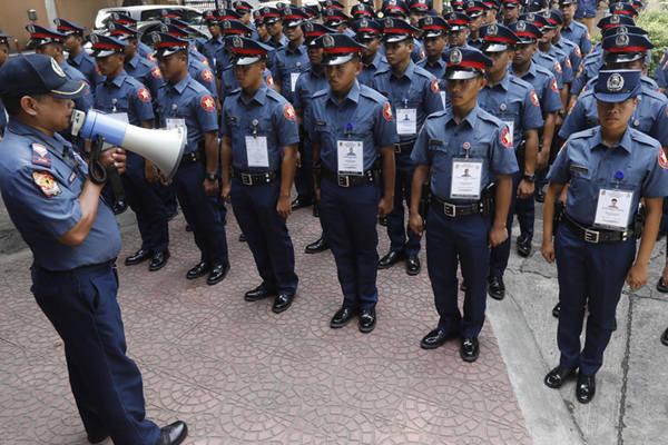 菲律宾禁毒战打死3名少年 1200名警察停职重新受训