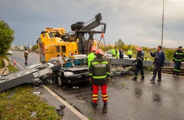 罗马尼亚遭强烈风暴吹袭 造成8死67伤