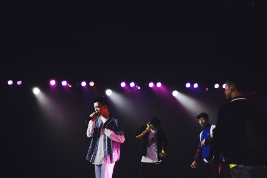 DOUBLE X2同台导师潘玮柏 掀嘻哈热潮现场秀舞技