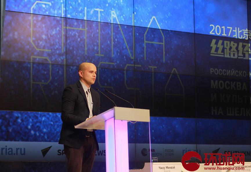 俄卫星社第一副总编:跟西方媒体互相指责,跟中国是互相合作
