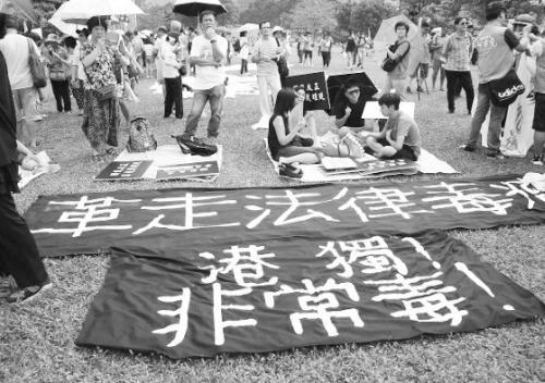 """图片说明:17日的""""呐喊""""行动得到不少港人支持。"""