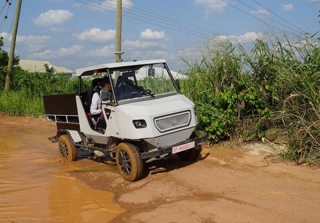 配备太阳能 这款电动车专为非洲农村道路设计