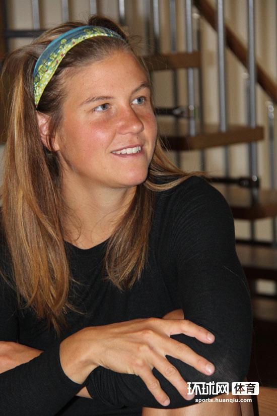 环球网专访Emelie:与Kilian一起训练 最爱瑜伽