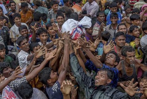 超40万罗兴亚难民涌入孟加拉 争抢食物