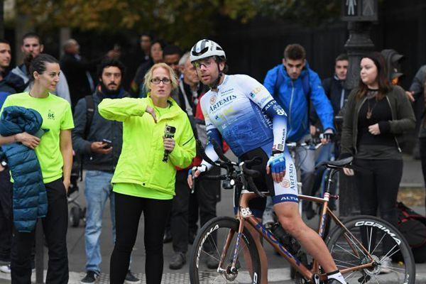 英国男子骑行78天环游世界 破吉尼斯纪录