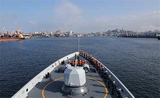 海军舰队抵达海参崴获得隆重欢迎