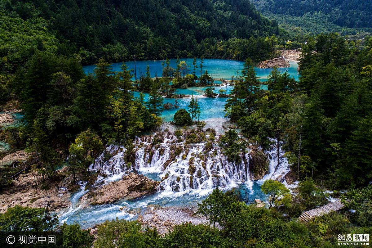 2017年9月19日,四川阿坝,九寨沟景区在地震后形成新的瀑布景观.