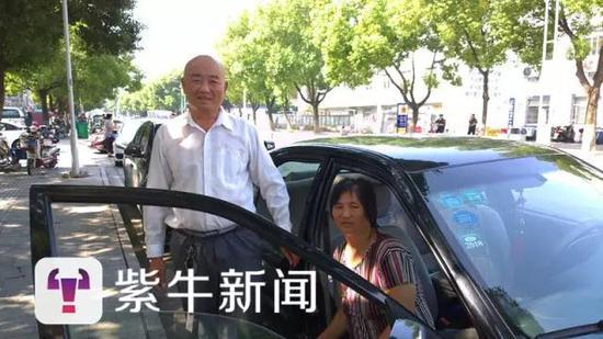 男子每天带病妻出车:还完债回家白头偕老