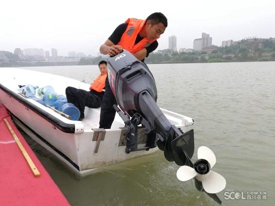 四川公安防汛救灾演练:出动30架无人机、舟船20余艘