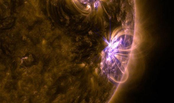 太阳爆发史上最密集耀斑 地球通信或将受到干扰?