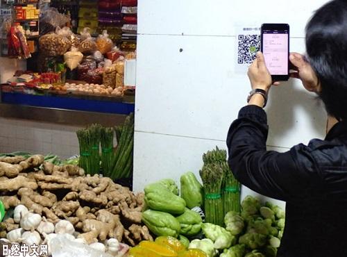 日媒:中国手机支付提升消费频率 不带现金花钱更多