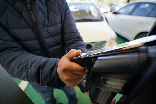 美媒:全球汽车巨头豪赌中国电动车市场 愿赌服输!