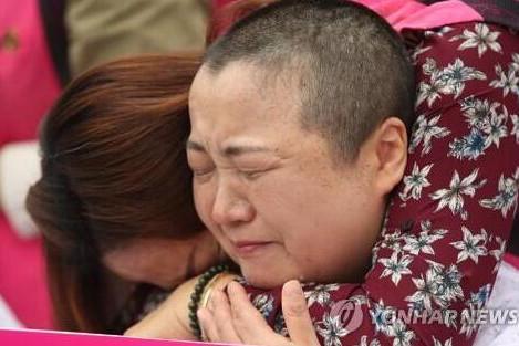 韩学校临时工集体剃发