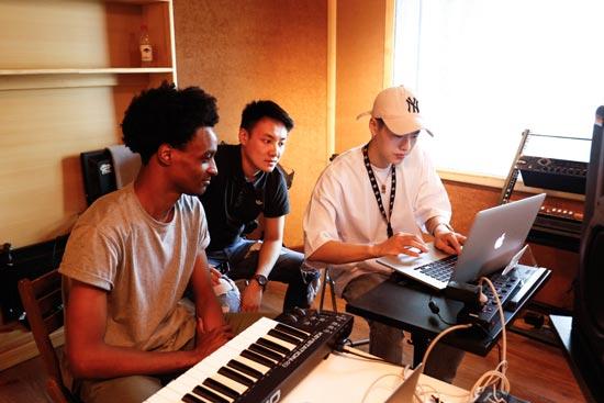 嘻哈全能鬼才养鸡YOUNG-G参加创作营 将出新作