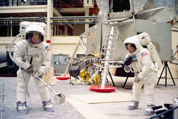 月球登陆战:1969年美国宇航员的模拟训练