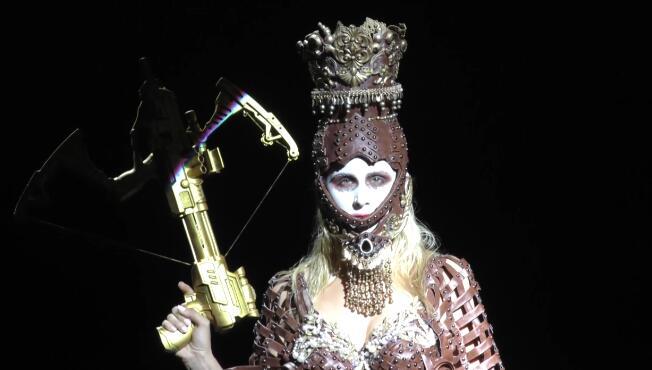 中国彩妆先锋艺术家叶赫那拉·歌灵缔造匠心《传奇》大秀