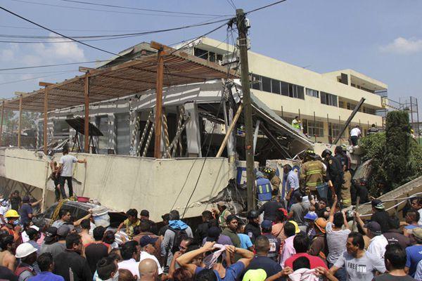 墨西哥地震致一学校教学楼倒塌 约100名学生失踪