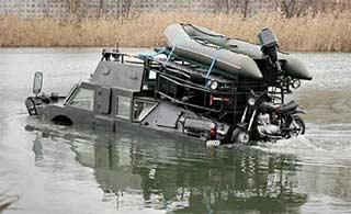 俄罗斯装甲车改民用面目全非