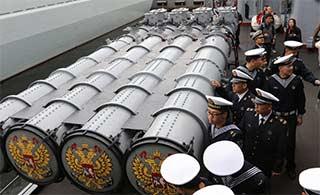 海上联合中俄官兵相互参观舰艇