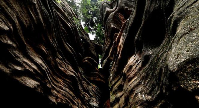 四川德阳现石林群 堪比美国羚羊峡谷