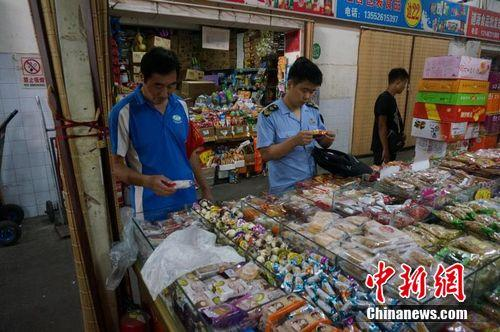 北京市首批1700余名食品药品安全监察员持证上岗