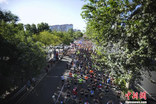 蹭跑替跑高价卖名额 中国马拉松办赛遭遇新考验
