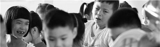 """为哄一年级小男生上学 校长临时把小学改名""""幼儿园"""""""