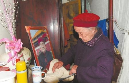 """成都""""最牛00后""""将满117岁 迎来罕见六世同堂"""
