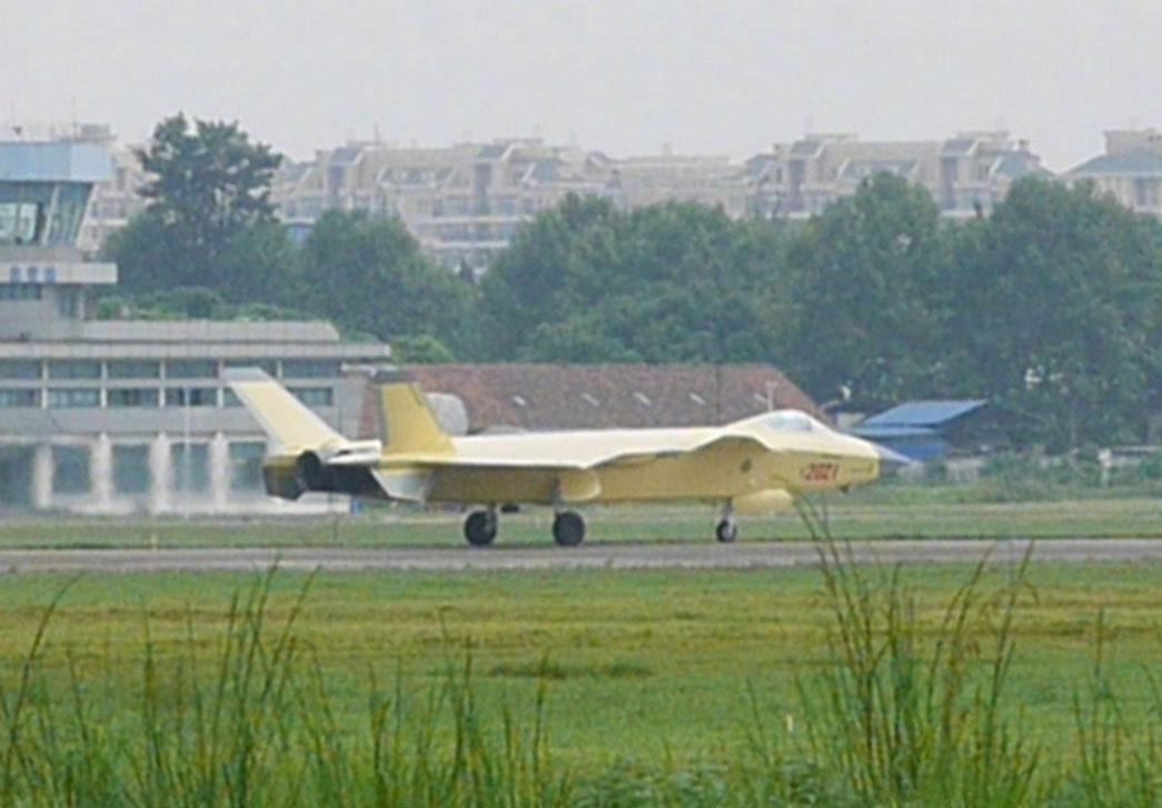 美媒:歼20战机换装国产发动机 推力可超14吨