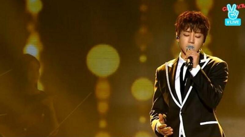 韩歌手黄致列身体恢复状况良好 已拆除保护装置