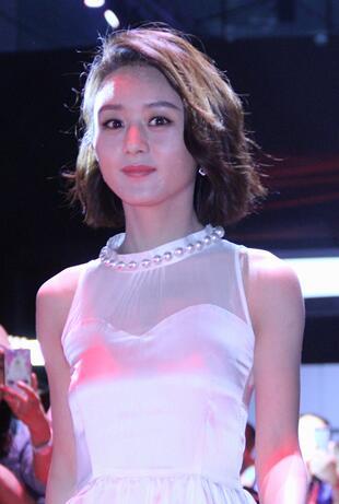赵丽颖穿白色蛋糕裙剪BOBO头 仙女范十足
