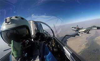 中巴空军展开空对地进攻作战训练